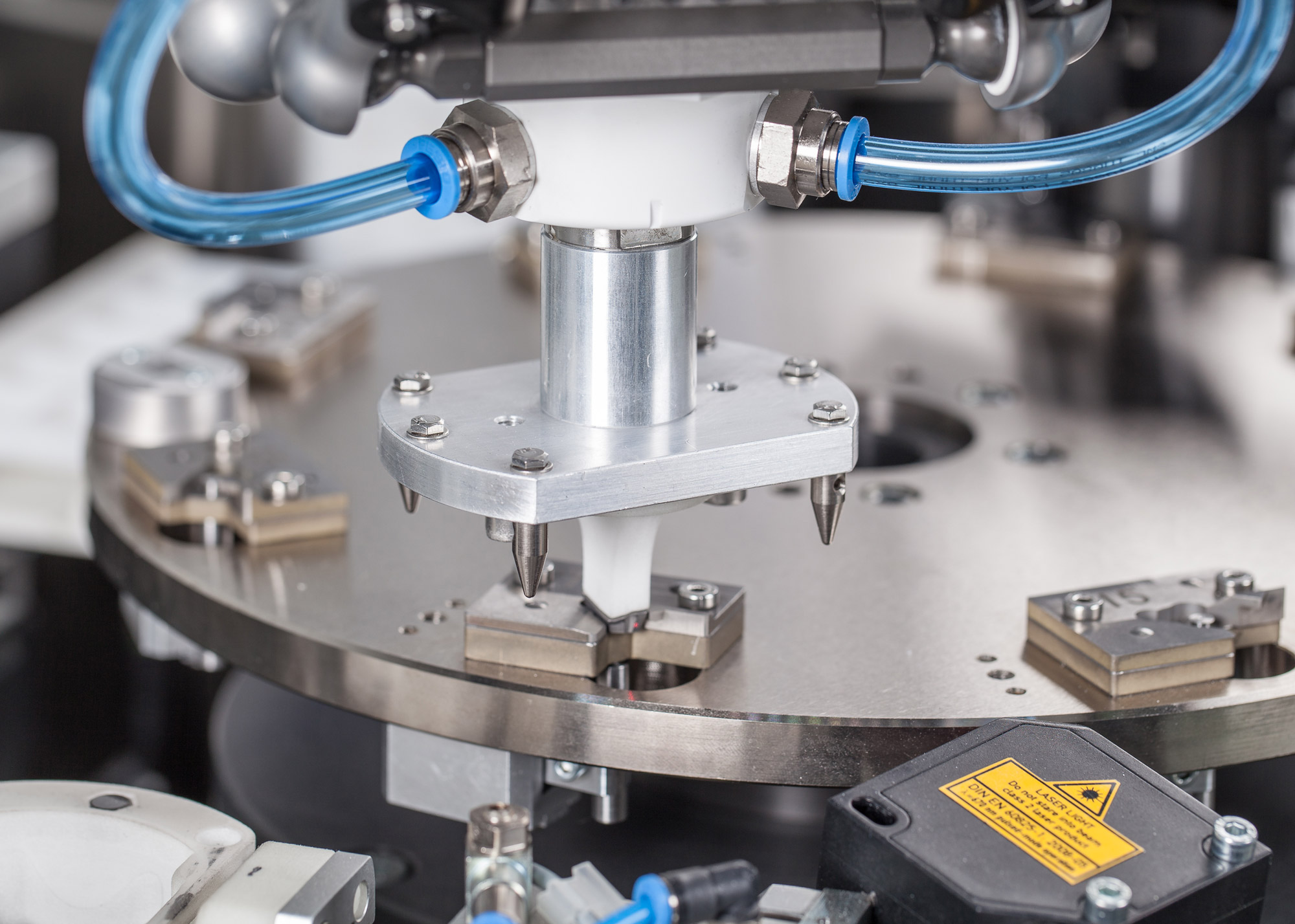 Autonomous Measuring Cells With Integrated Handling Robot